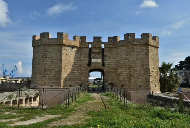Fortezza San Pietro, Castello a Mare