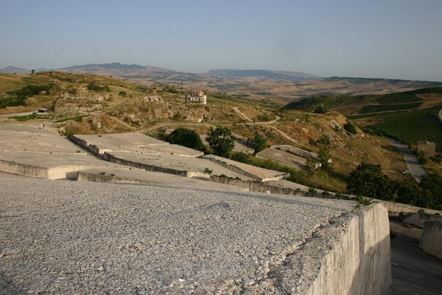Il grande Cretto di Burri è divenuto il sudario di Gibellina vecchia