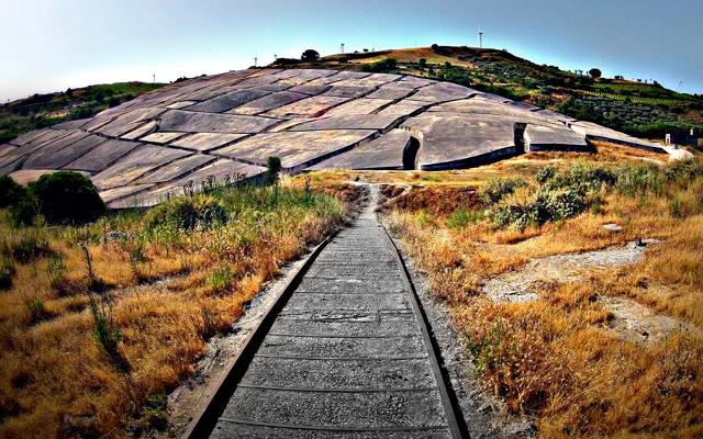 Il Grande Cretto di Alberto Burri è una delle più importanti e grandi opere di Land Art