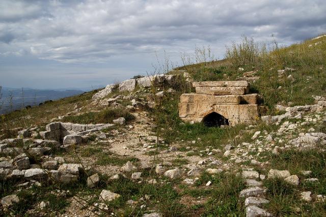 """La """"tomba della Regina"""" nella necropoli di Adranon"""