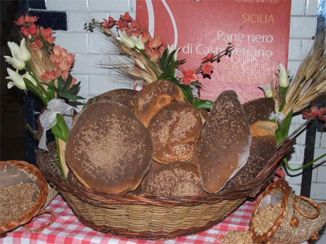 Il pane nero a Castelvetrano viene chiamato 'lu pani'
