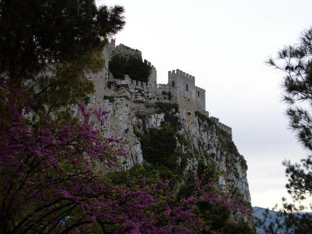 Una veduta del castello di Caccamo