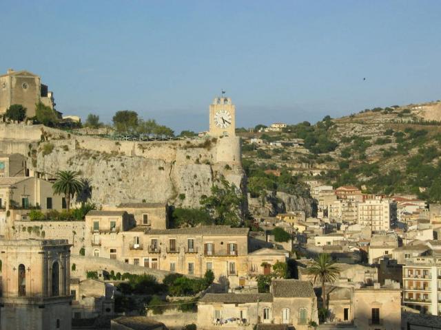 La torre dell'orologio del Castello dei Conti di Modica