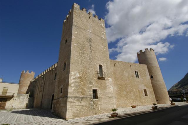 Nel Castello dei Conti di Modica ha sede l'Enoteca Regionale per la Sicilia occidentale e il Museo del vino
