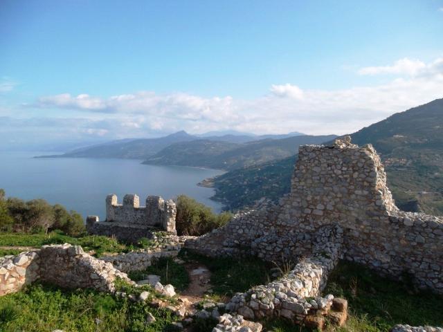 I resti del castello medievale sulla Rocca di Cefalù