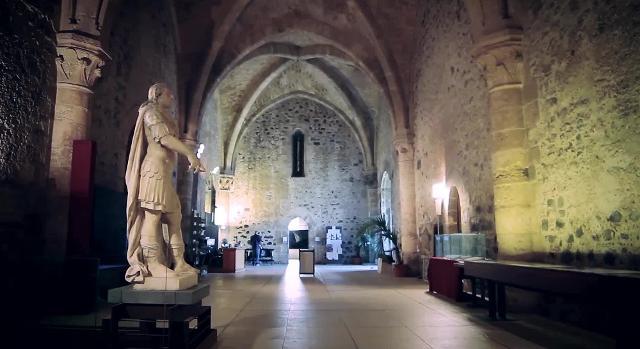 Una delle sale espositive del Museo Civico interno al Castello Ursino