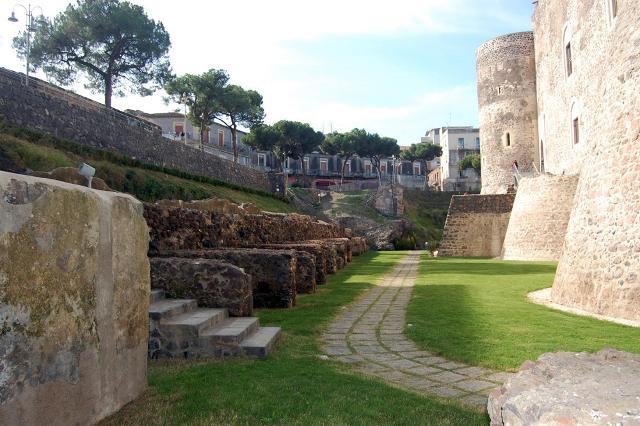 Il fossato del Castello Ursino di Catania