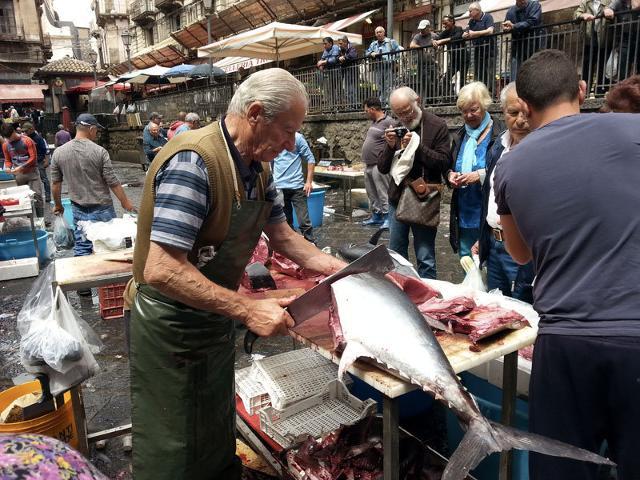 Il mercato del pesce, a' Piscaria, di Catania