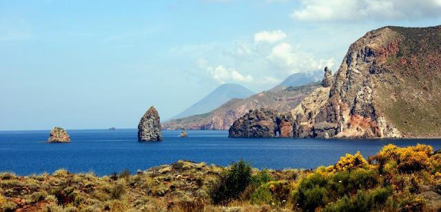 eolie-island-in-viaggio-a-stromboli-e-vulcano