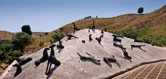 """La """"Montagna di Sale"""" realizzata da Mimmo Paladino presso il Baglio Di Stefano a Gibellina"""