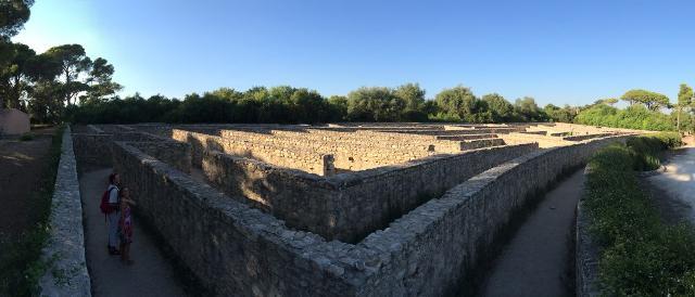 """Il """"Pirdituri"""", cioè il labirinto in pietra nel parco del Castello di Donnafugata"""