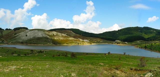 Il lago Trearia in località Serra del Re - Parco dei Nebrodi