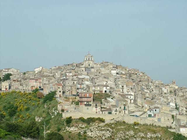Mussomeli, paese di vicoli e di chiese