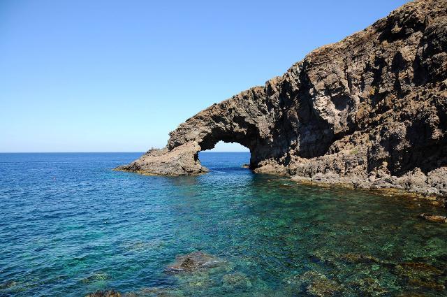 Il celeberrimo Arco dell'Elefante di Pantelleria