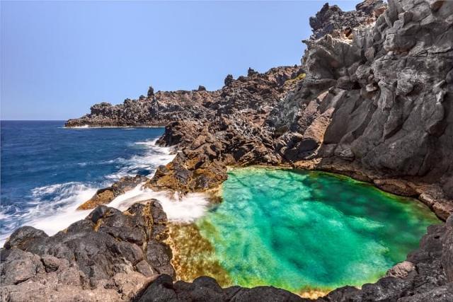 nel-blu-del-mare-di-pantelleria