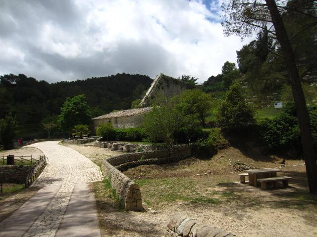 Una della aree attrezzate del parco forestale di Calaforno