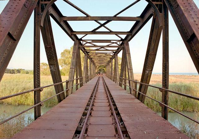 Antico ponte ferroviario all'interno della Riserva naturale del fiume Belìce