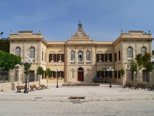 Il palazzo municipale di Pozzallo