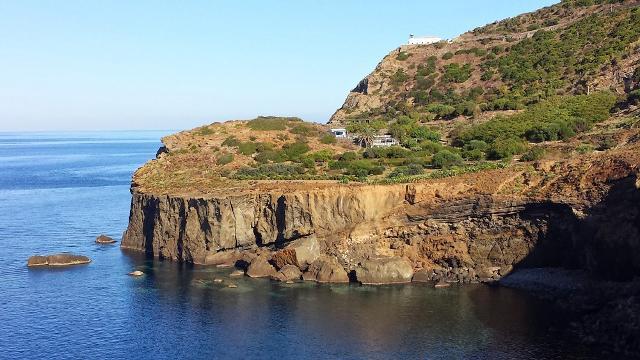 Il promontorio di Punta Falconiera a Ustica