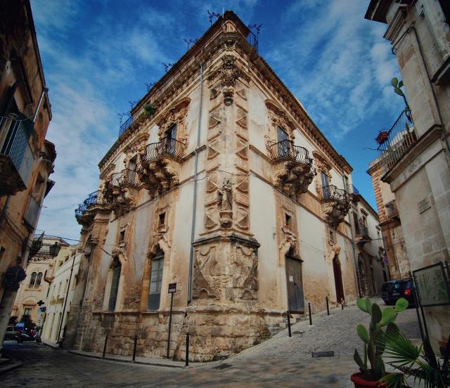 Poche strutture di lusso in Sicilia? L'ArchiStar Fuksas ha un'idea al riguardo…