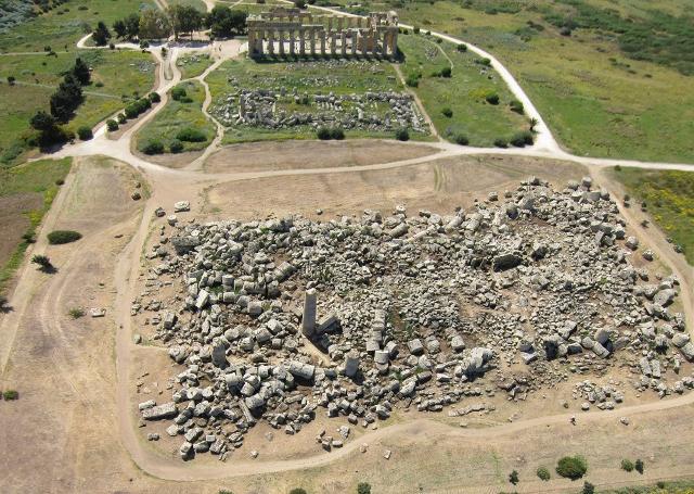 I templi E, F e G situati nella Collina Orientale del Parco Archeologico di Selinunte