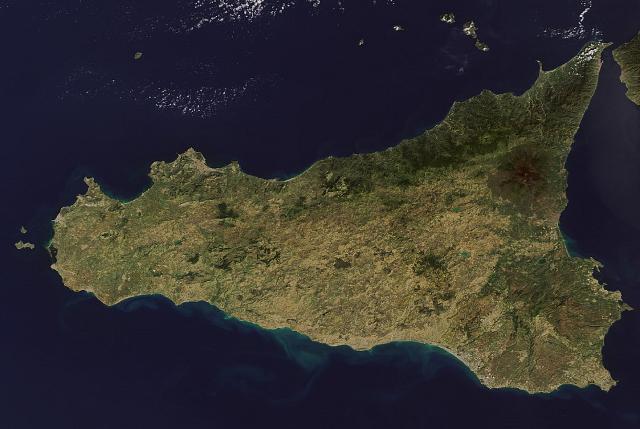 La Sicilia fotografata da un satellite spaziale