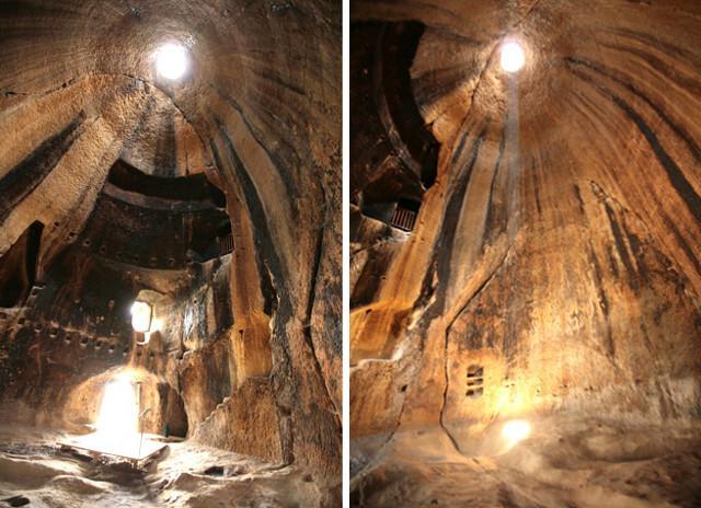 Le grotte della Gurfa sono dei grandi ambienti campaniforme, detti appunto grotte a campana (tholos). Tali ambienti circolari (dal diametro di circa 16,40 metri ed altezza di 15,83 metri), presentano un foro alla sua sommità che ne permette l'illuminazione.