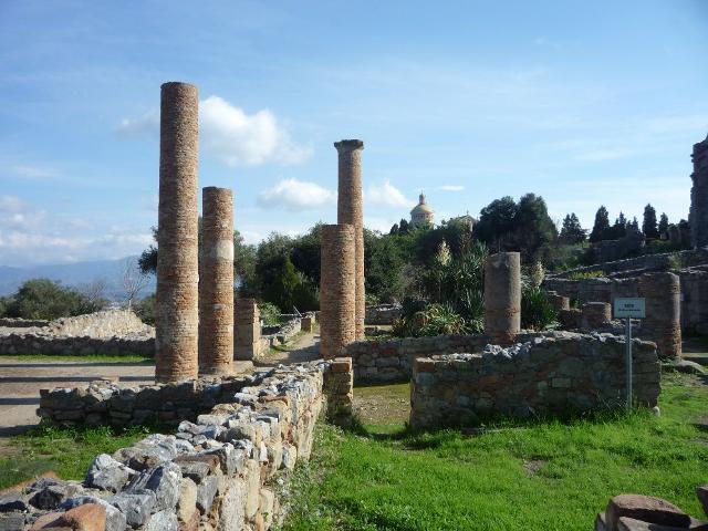 Colonnato nella zona archeologica di Tindari (ME)