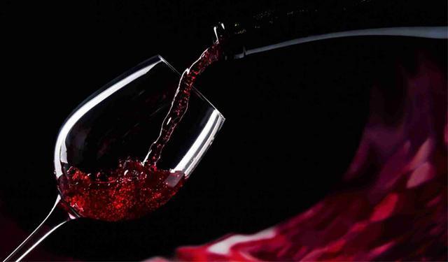 Un bicchiere di ottimo Cerasuolo di Vittoria