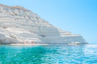 La Scala dei Turchi, spettacolo abbacinante dell'estate siciliana
