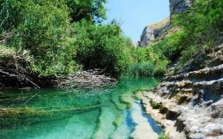 Cave, coste e borghi barocchi della Sicilia sud-orientale