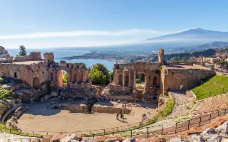 L'emiro del Qatar vuole acquistare i due alberghi della Belmond di Taormina