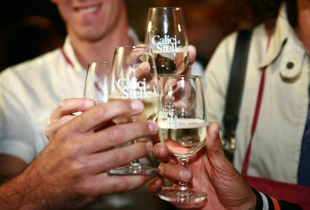 Calici di Stelle, un evento organizzato da  le Città del Vino e dal Movimento Turismo del Vino
