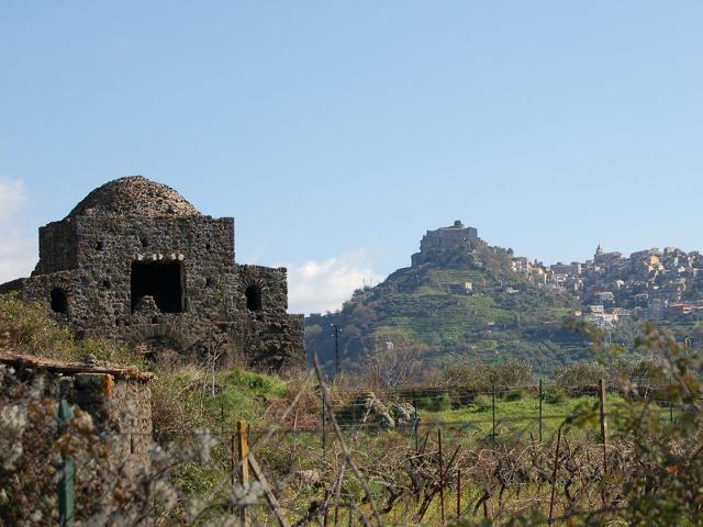 La cuba, ubicata subito fuori l'abitato di Castiglione di Sicilia