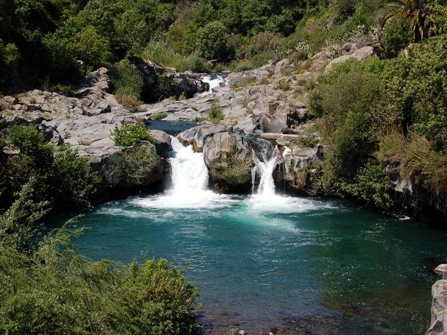 Cascatelle lungo il percorso del fiume Alcantara