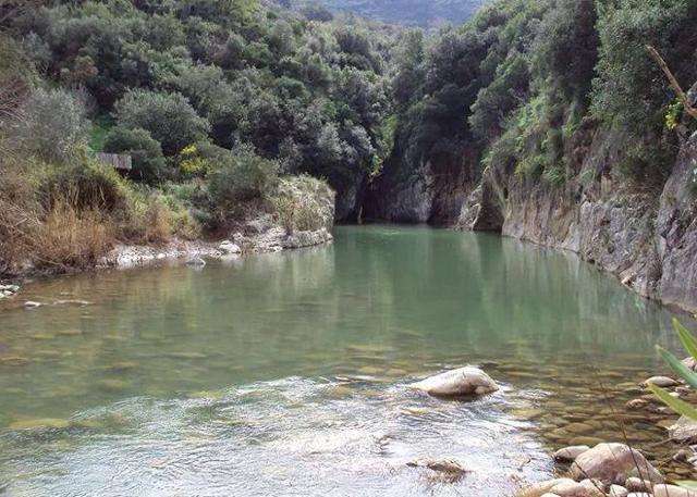 Il fiume Pollina si insinua nelle Gole di Tiberio