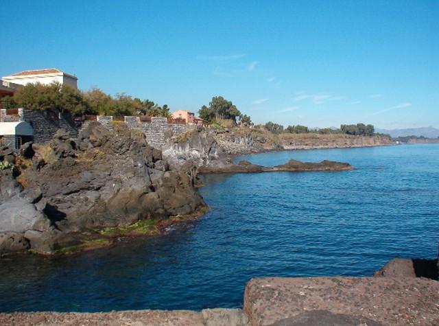 La costa di Pozzillo, frazione di Acireale