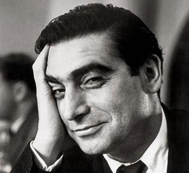 Il XX secolo in 107 scatti. Robert Capa - Retrospective