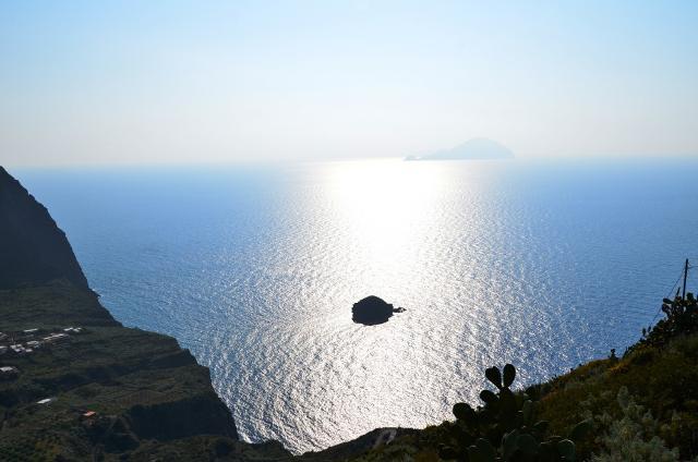 L'orizzonte delle Eolie visto da Salina