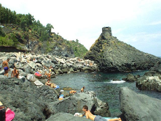 La spiaggia di Santa Maria la Scala - Acireale