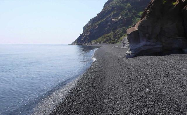 "Una ""spiaggia nera"" di Stromboli - Eolie"