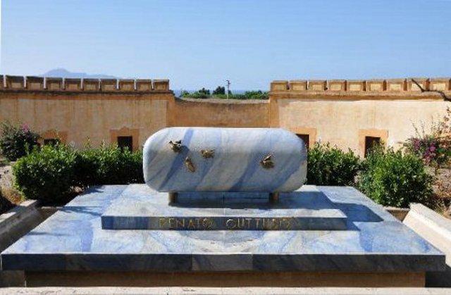 Il monumento funebre che Giacomo Manzù ha dedicato a Renato Guttuso