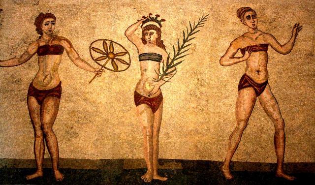 Villa romana del Casale - Tre delle dieci ragazze in bikini nella Stanza delle Palestrine