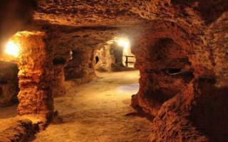 Apertura serale della catacomba di Porta d'Ossuna