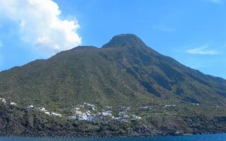 Stromboli riapre ai vaporetti turistici