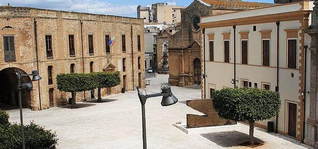 Palazzo Pignatelli e la Chiesa del Purgatorio - Castelvetrano