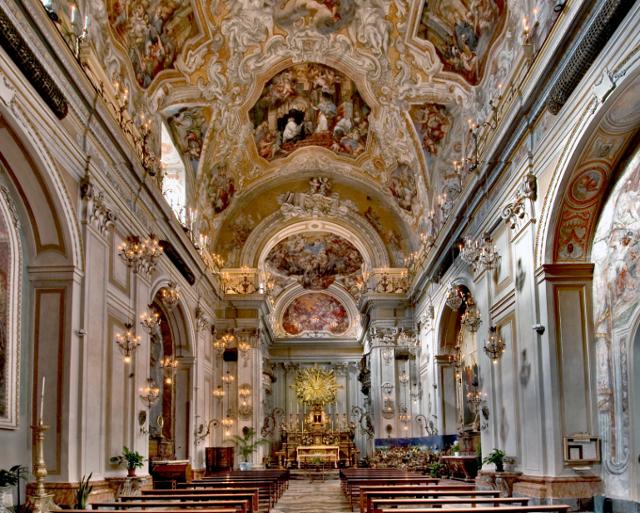 La navata principale della Chiesa di San Benedetto - ph Alfio Bonina