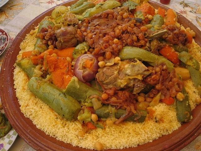 Piatto di couscous marocchino, con verdure e agnello