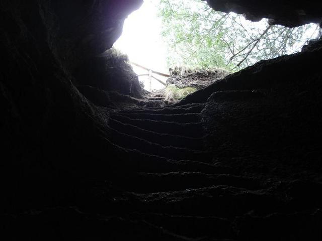 Grotta dei Ladroni nel Parco dell'Etna - ph Etnatracking.com