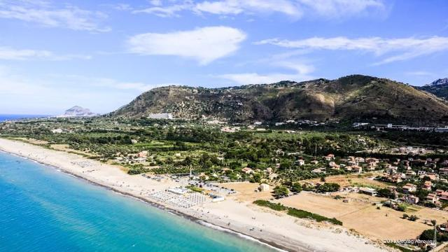 La spiaggia di Lascari
